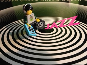 Hmm, a black disc with white circles ... interesting