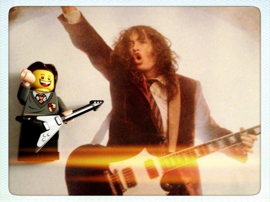 Lego are a bit short on Gibson SGs