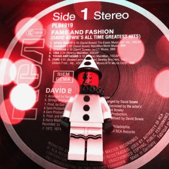 Bowie Fame & Fashion 01