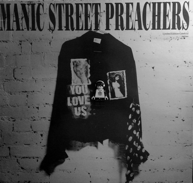 manic-street-you-love-us