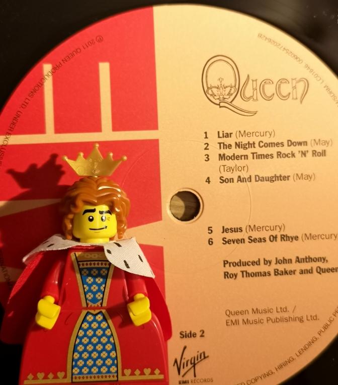 Queen 05